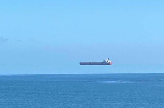 """News UMPMV- Imagini stranii pe mare cu o ,,navă plutitoare"""""""