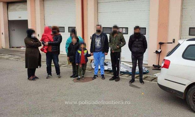 News UMPMV-Două familii din Afganistan, care au trecut Dunărea cu o barcă gonflabilă, prinse la frontieră